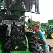 tractor_0