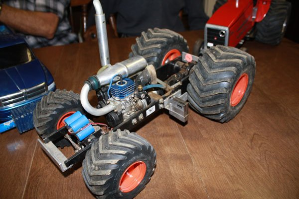 nitro rc for sale with Radio Controlled Tractor Pulls Offer Big  Petition In A Smaller Scale on Pocket Rocket Mini Moto 50cc Street Rodent Rizla as well Bo90arfrarec likewise Cmp 091 Dhcbeaver Kit also RangerOffRoad118RTRElectricRCCar also 7470.