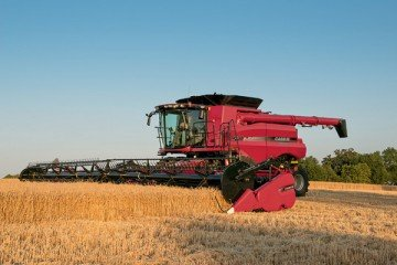 Designed by Case IH and built at the Combine Header Center of Excellence in Burlington, Iowa, this new 3162 Flex-Draper is designed to harvest more acres per day with superior crop feeding and less susceptibility to crop moisture.