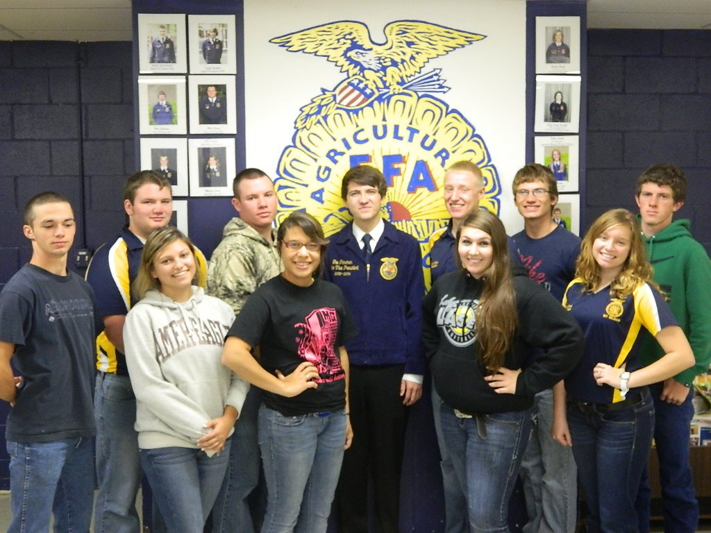 ffa chapter officers Ffa chapter program of activities very ffa chapter must develop a program of activities (poa) executive committee - usually consists of chapter officers and changes each year special committees - that may meet to plan only one event, ex safety fair, hayride.