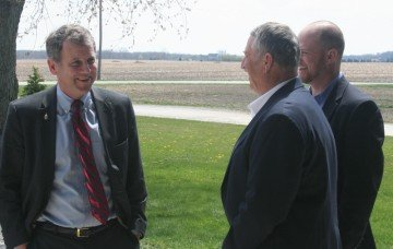 Senator Sherrod Brown visits with OSA's Jerry Bambauer, Adam Ward before being honored as OSA's Legislator of the Year