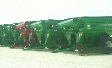 J and M grain carts feature state of the art technology in many colors.