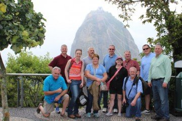 A few in the group snapped a quick photo with the Sugar Loaf Mountain.