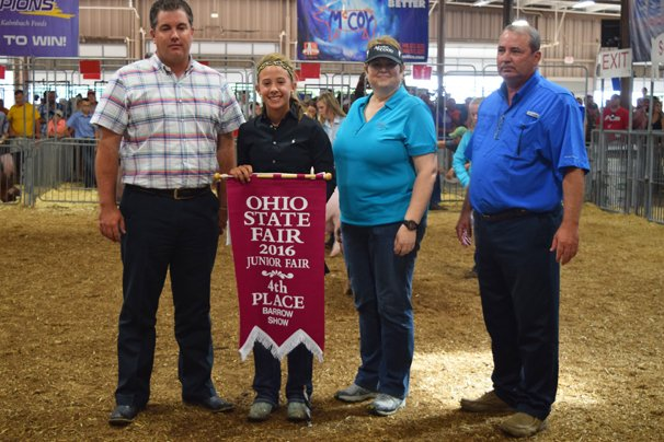 Fourth overall: Madelyn Fearon, Greenville (Res. Champion Dark Crossbred)