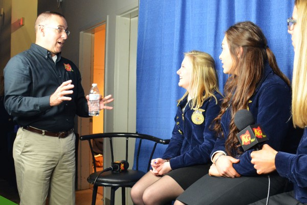 Dale Minyo preps the student reporters for the Session Four update.